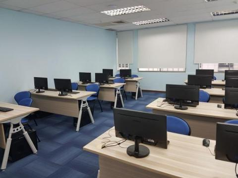 bounga-training-room-with-computer-3